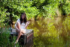 Mädchen am Teich