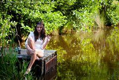 Mädchen am Teich II