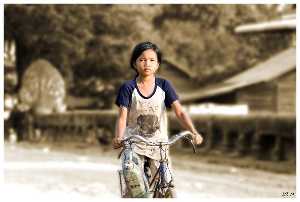 maedchen auf fahrrad foto bild asia cambodia. Black Bedroom Furniture Sets. Home Design Ideas