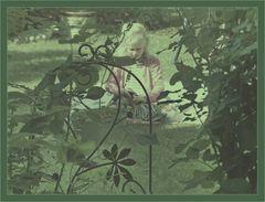 Mädel  im Garten