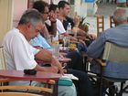 Männer im Cafe