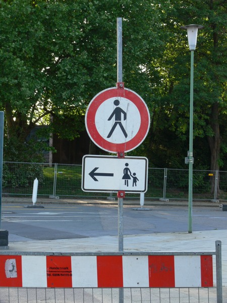 Männer verboten, Frauen und Kinder nach links