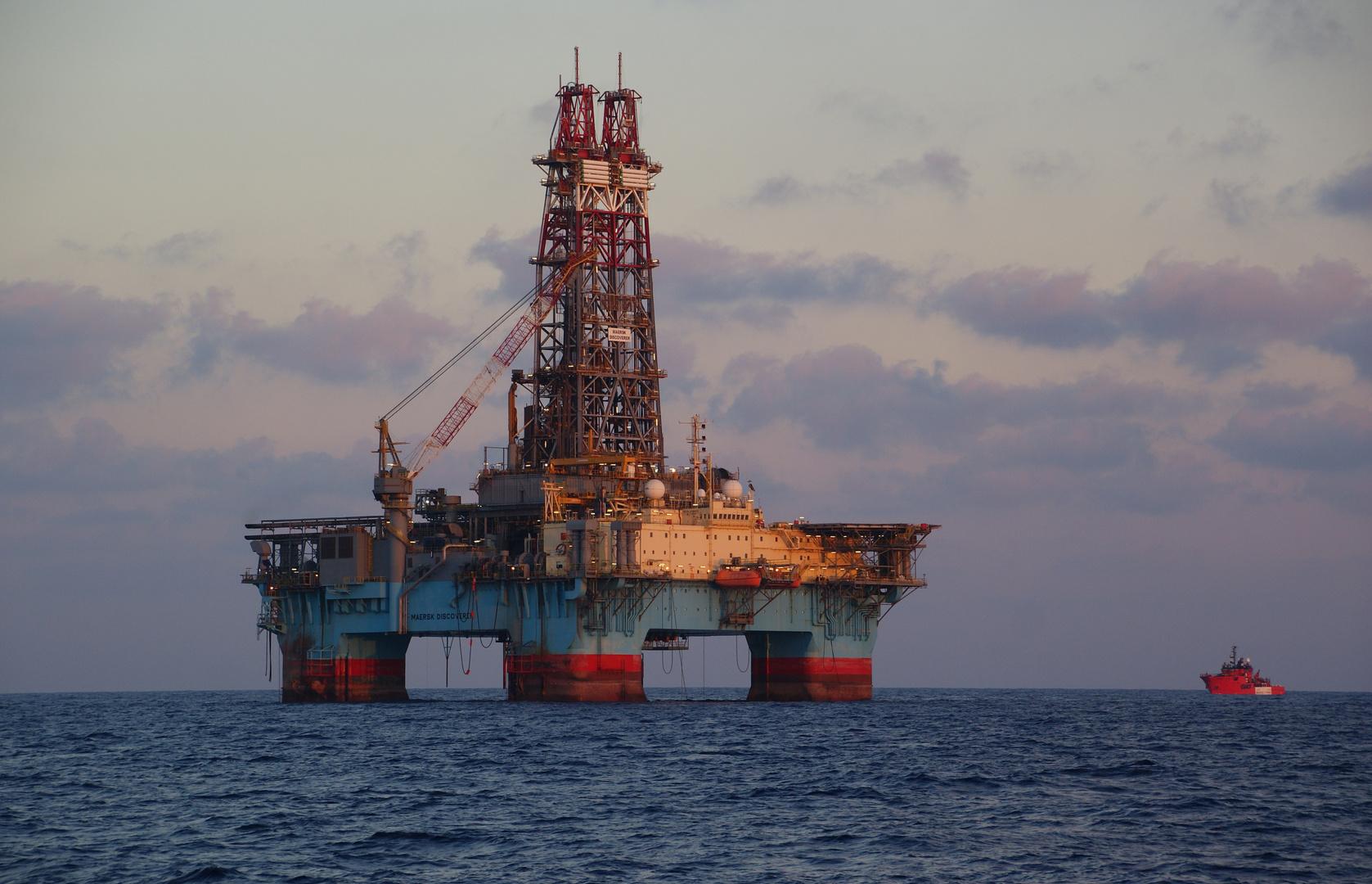Maersk Discoverer& Esvagt Capella