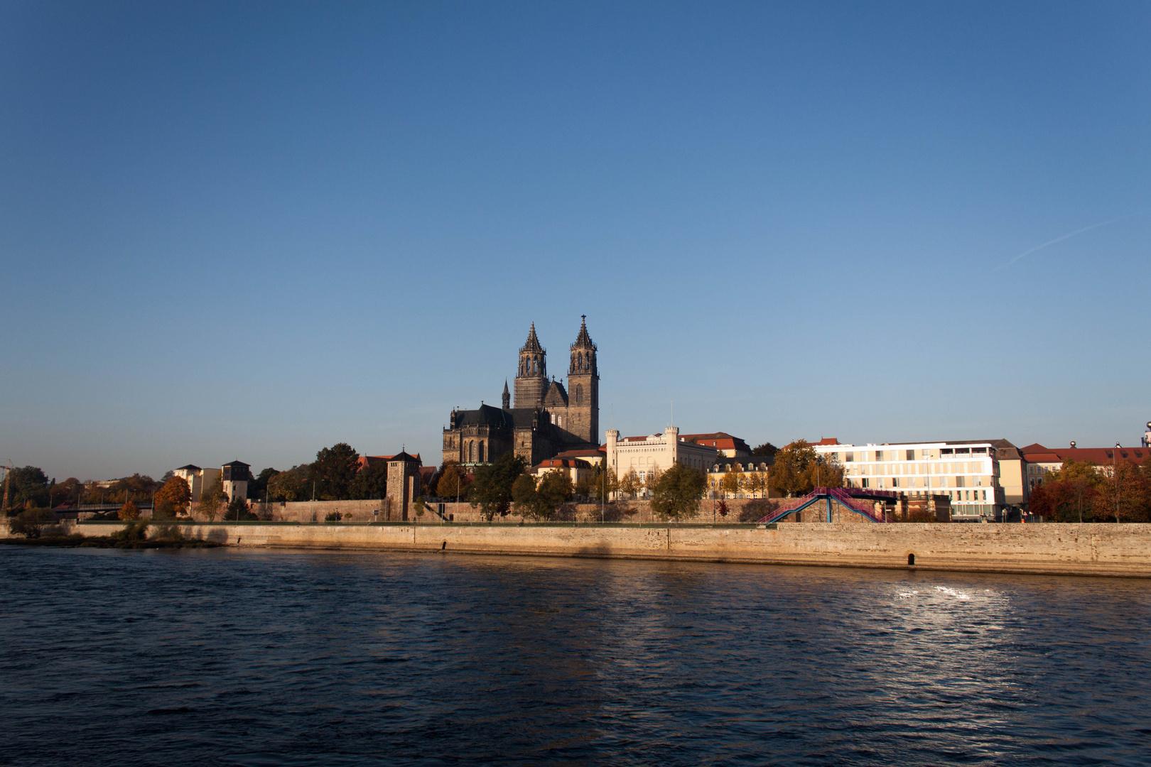 Magdeburg bei aufgehender Sonne