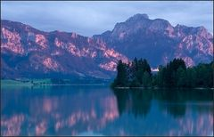 Magenta-farbene Berge