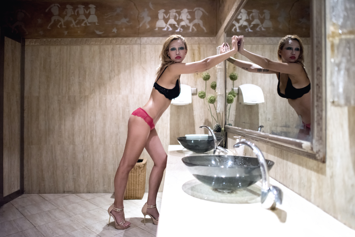 Maggy at the mirror