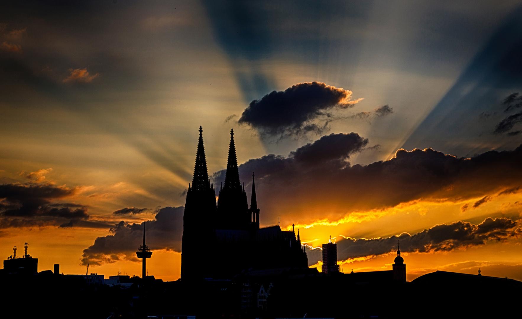 magic light Cologne