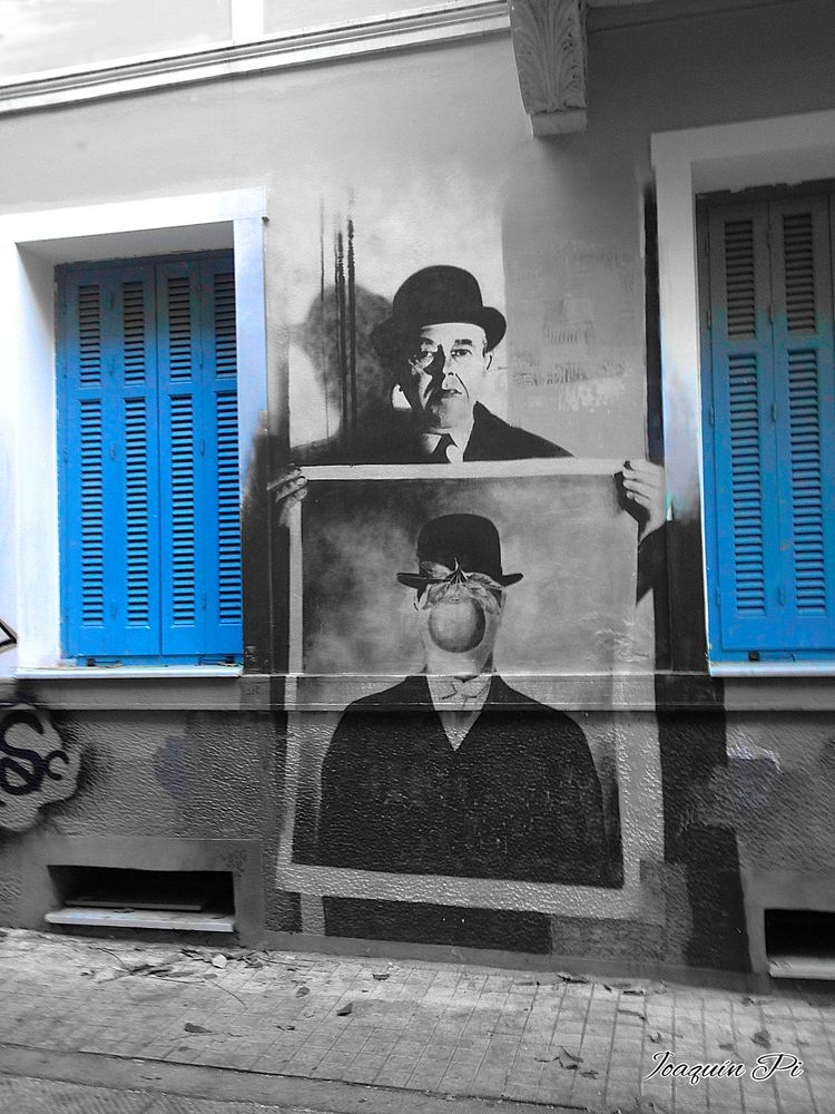 Magritte on the street
