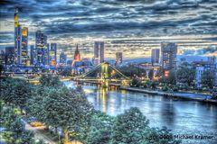 Mainhatten - eben die schräge Version: Frankfurt Skyline im HDR einmal anders