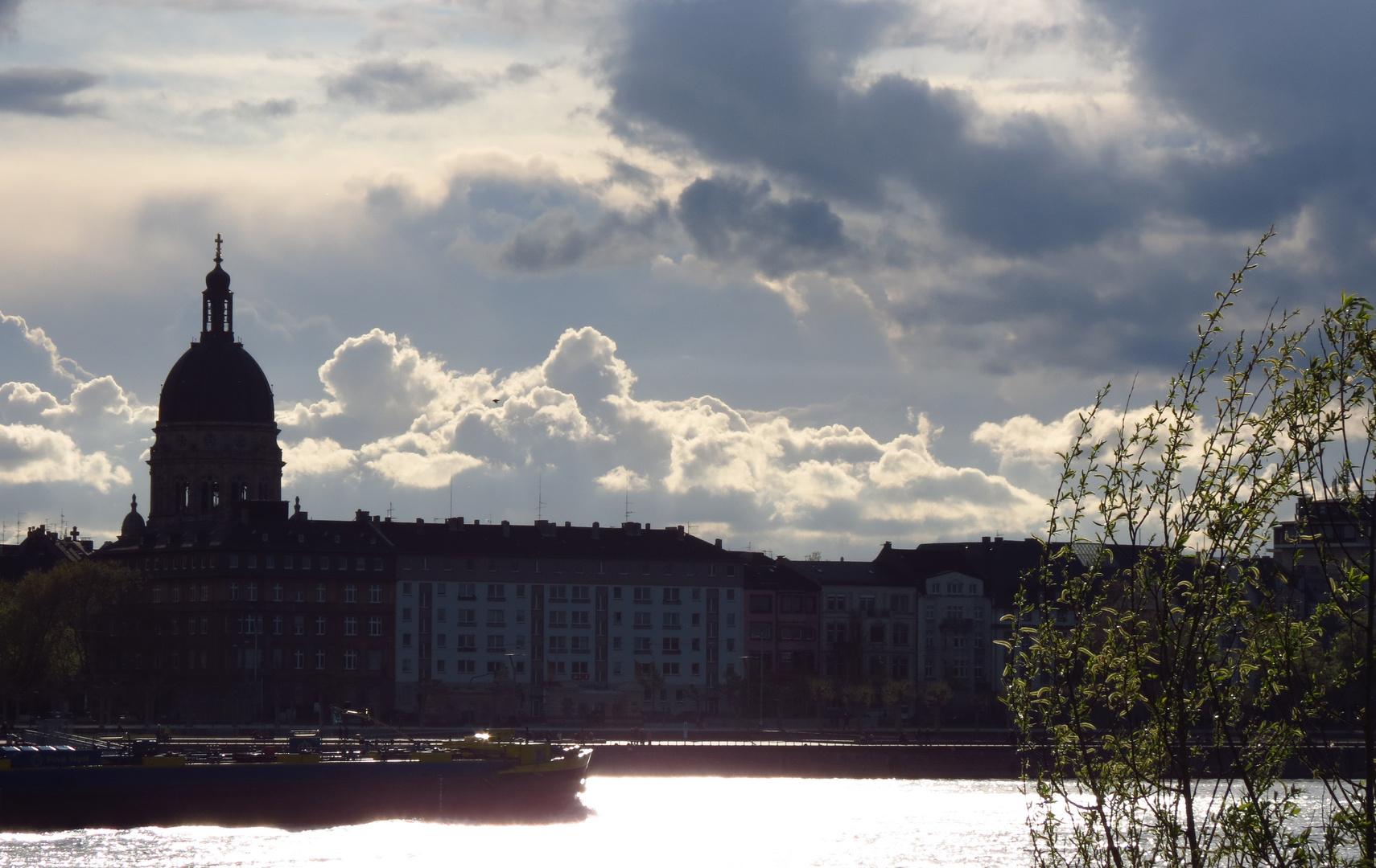 Mainz mit Sonne und Wolken