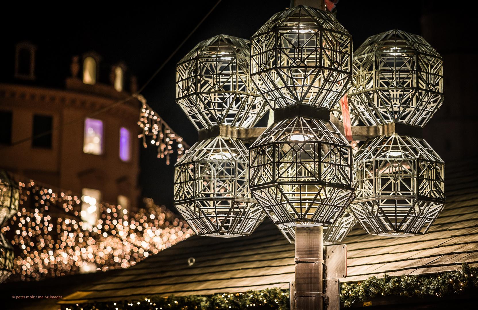 Mainz - Unter den Lichtern des Weihnachtsmarktes in Mainz (1)