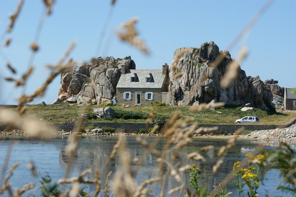 Maison entre les rochers - Plougrescant