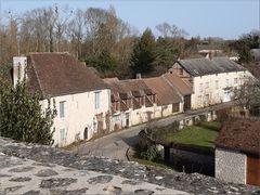 ..Maisons médiévales à Yèvres le Châtel..
