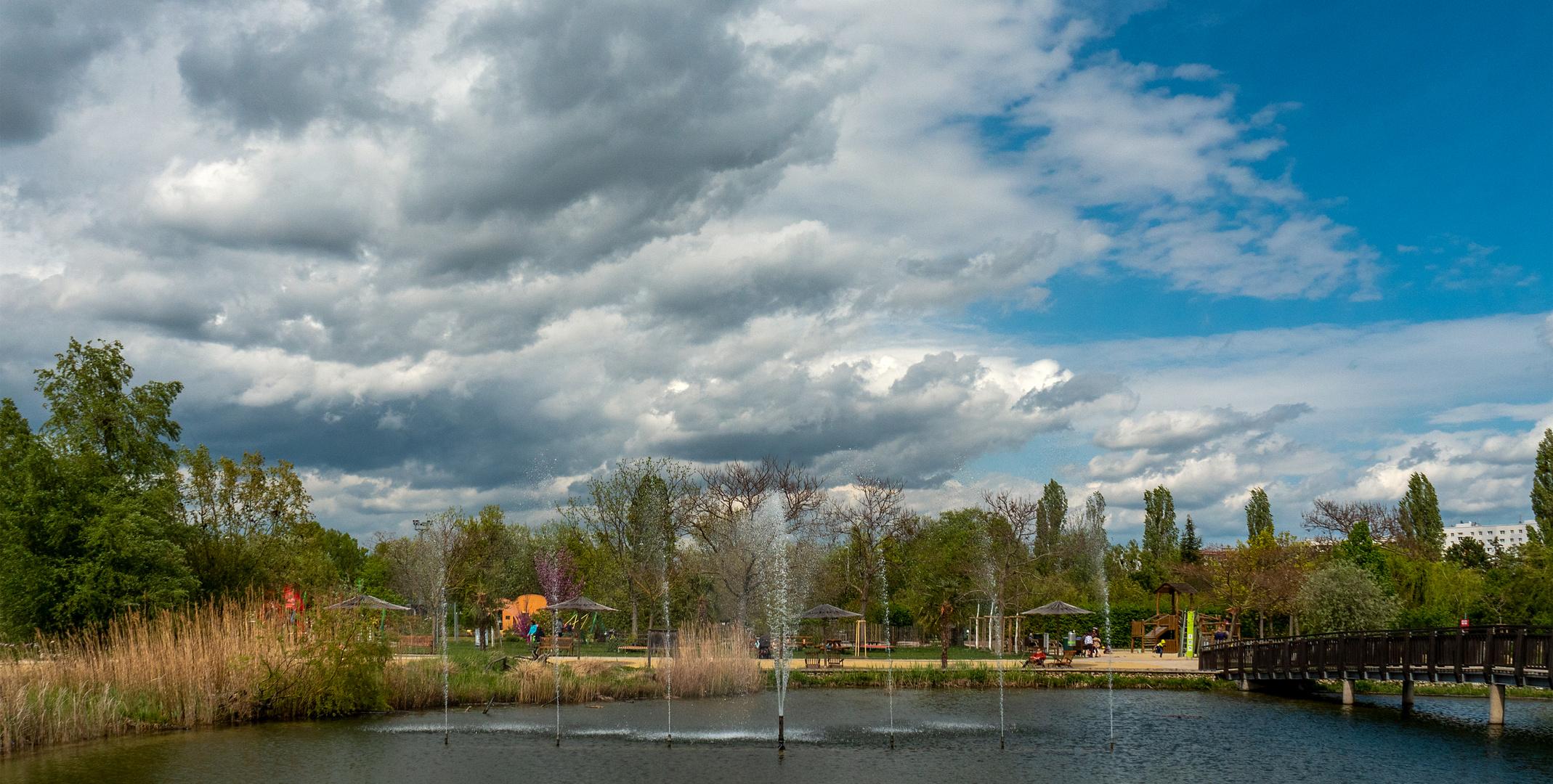 maiwolken über dem teich...