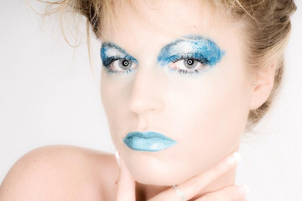 Makeup blau weiss