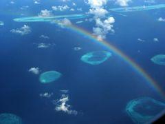 Malediven - Atolle unter dem Regenbogen -