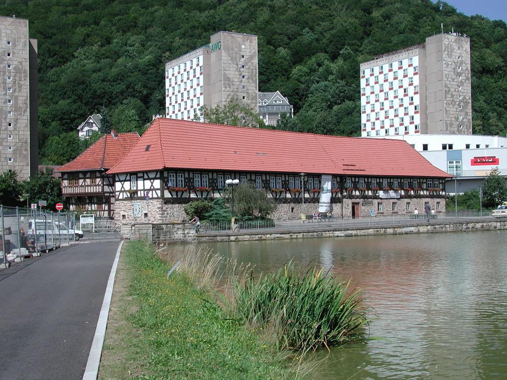 Malzhaus mit Domberg und Hochhäusern