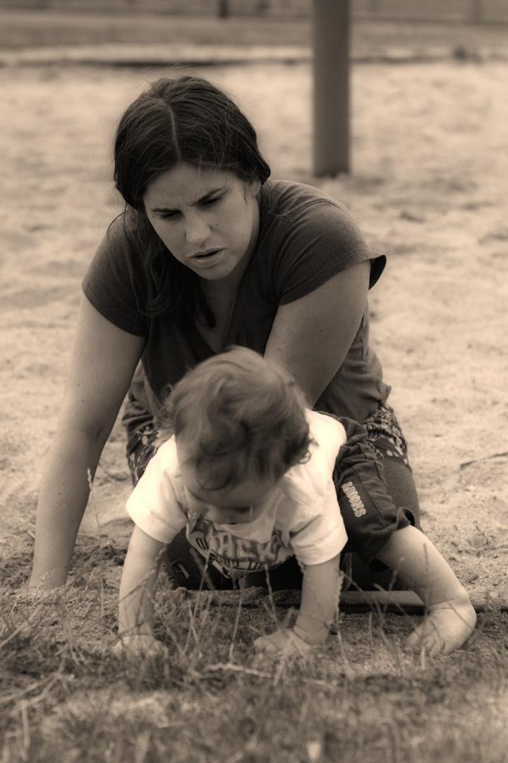 Mama und Baby im Sand