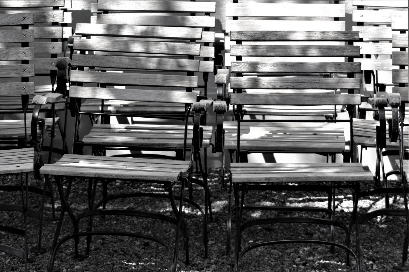 manch ein Stuhl bleibt noch leer,