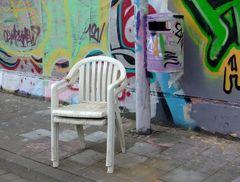 Manche sollten sitzen bis der Stuhl schwarz wird ( in 2D und darunter in 3D)