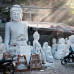 Mandalay, in der Straße der Steinmetze