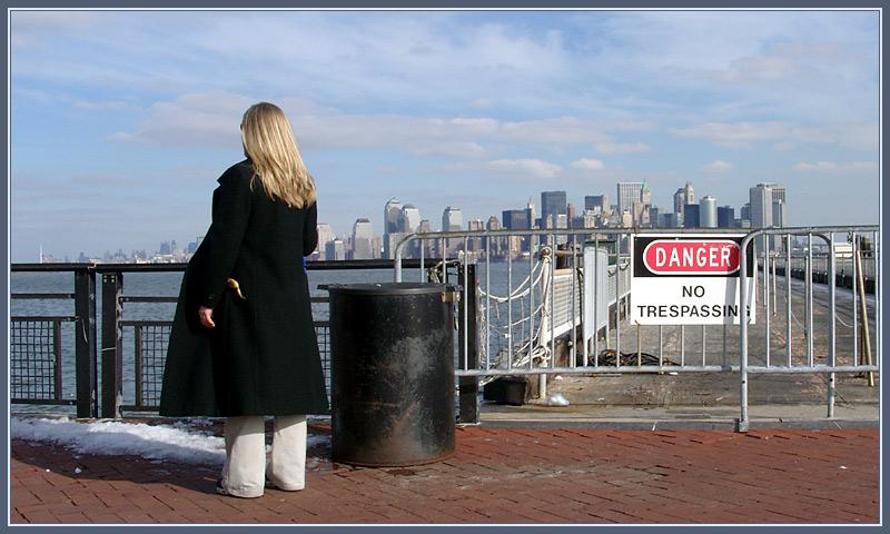 Manhattan - no threspassing