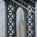 Manhatten Bridge mit Durchblick auf das Empire State Building
