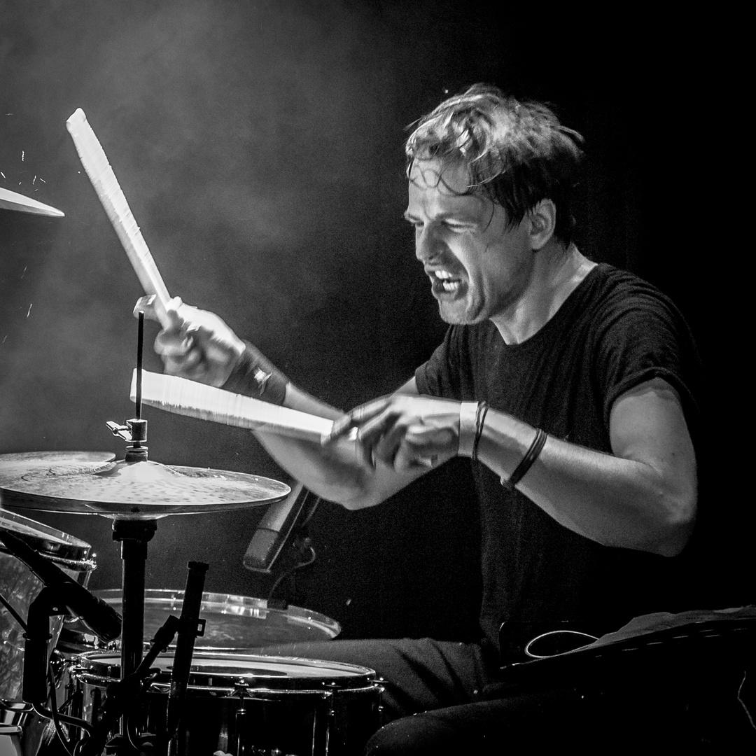 manic drummer 05