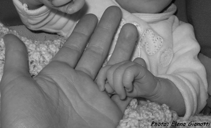 Manine di bimba e mamma