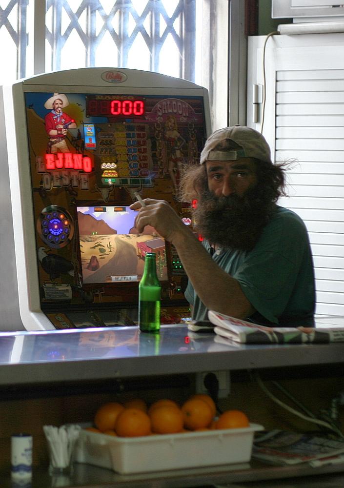 Mann mit Bart, Bier und Zigarette...