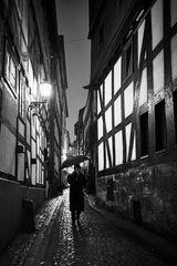 Mann mit Hut und Schirm