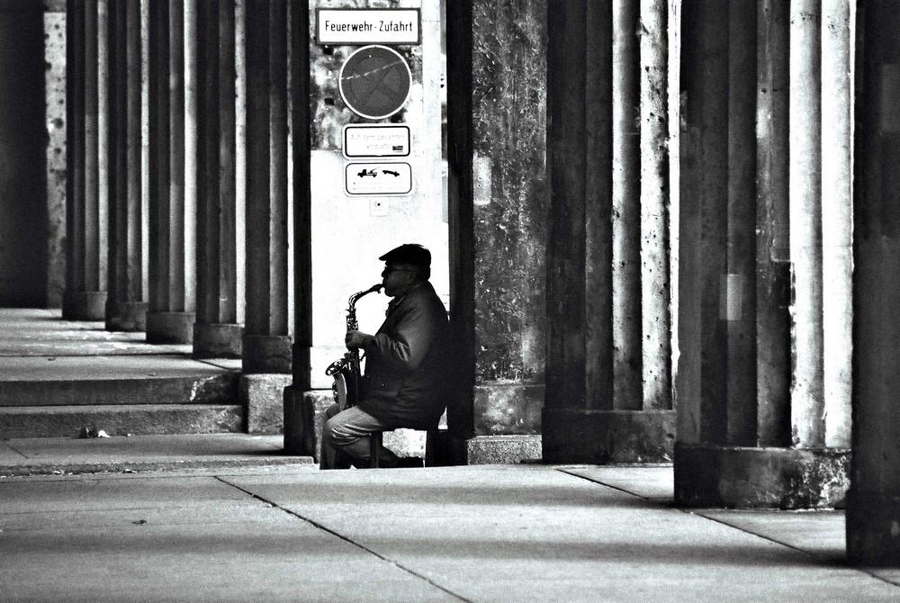 Mann mit Saxophon