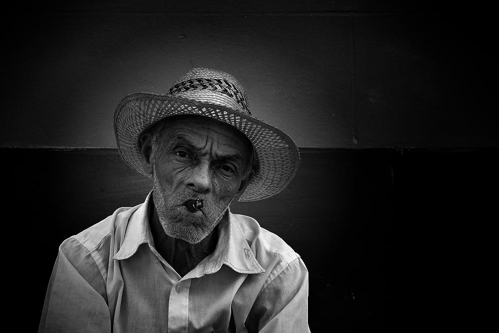 Mann mit Zigarre (Trinidad, Kuba)