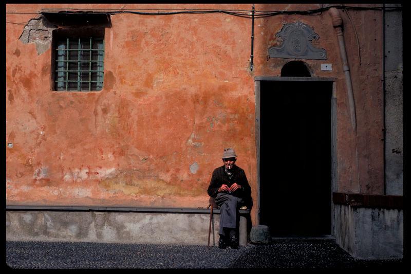 Mann vor Tür