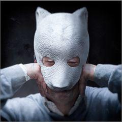 /// Mann.trägt.wieder.Maske ///
