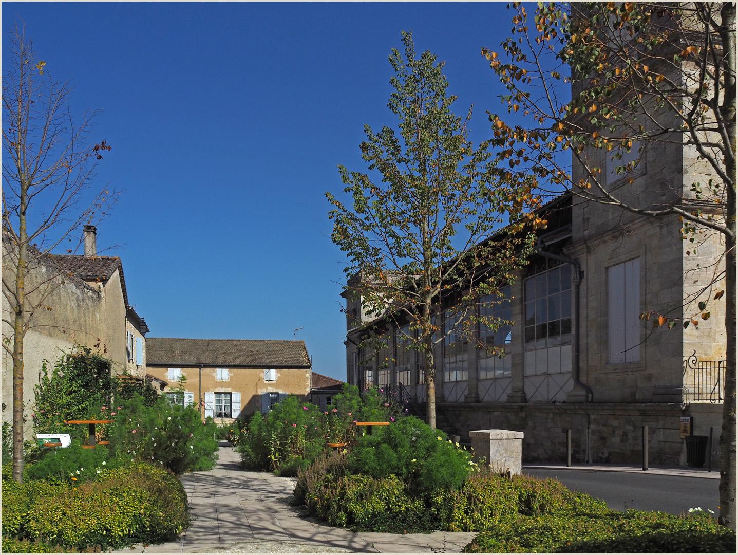 Marché couvert et jardin à Lectoure