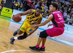 Marcos Knight, 12 Punkte, 7 Assists