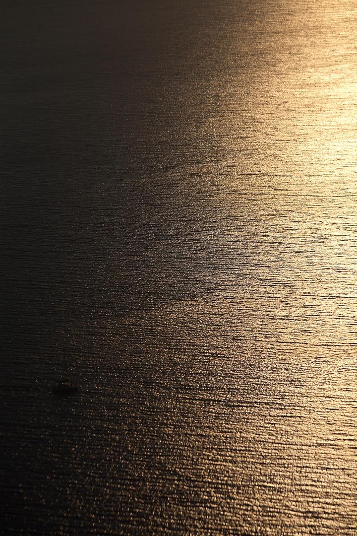 mare in chiaroscuro