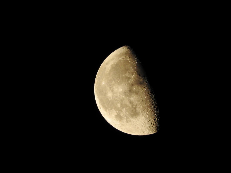 Mare, Krater, Gebirge: der Mond
