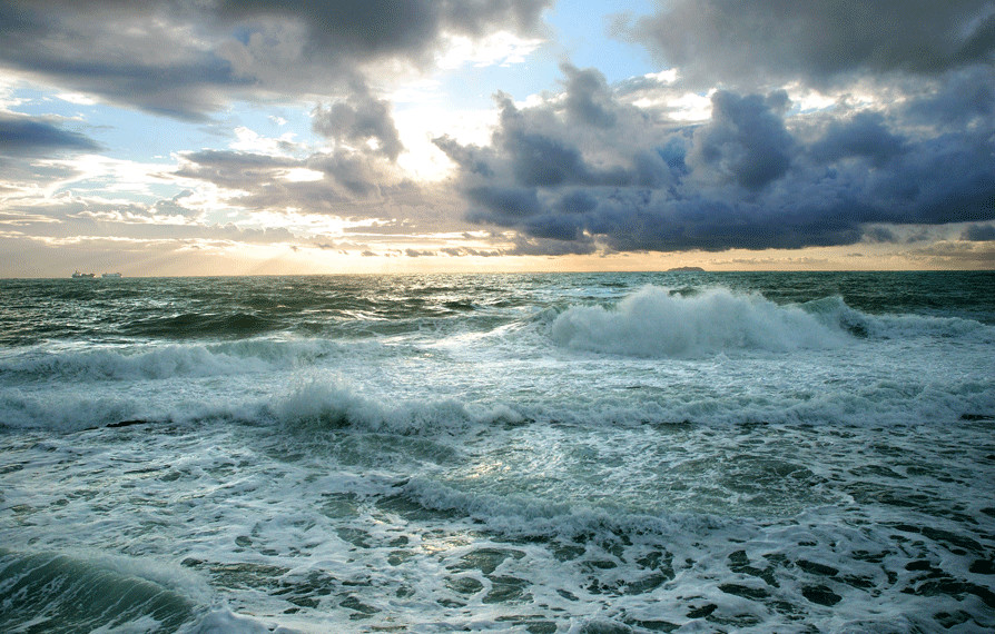 Risultati immagini per immagini mare mosso