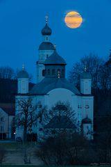 Maria Birnbaum with full moon