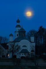 Maria Birnbaum with moon