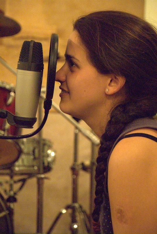 Marian grabando en el estudio de Denis Lozar