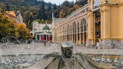 MARIENBAD (CZ) - Klassizistische Kreubrunnen- und gusseiserne Kolonnade