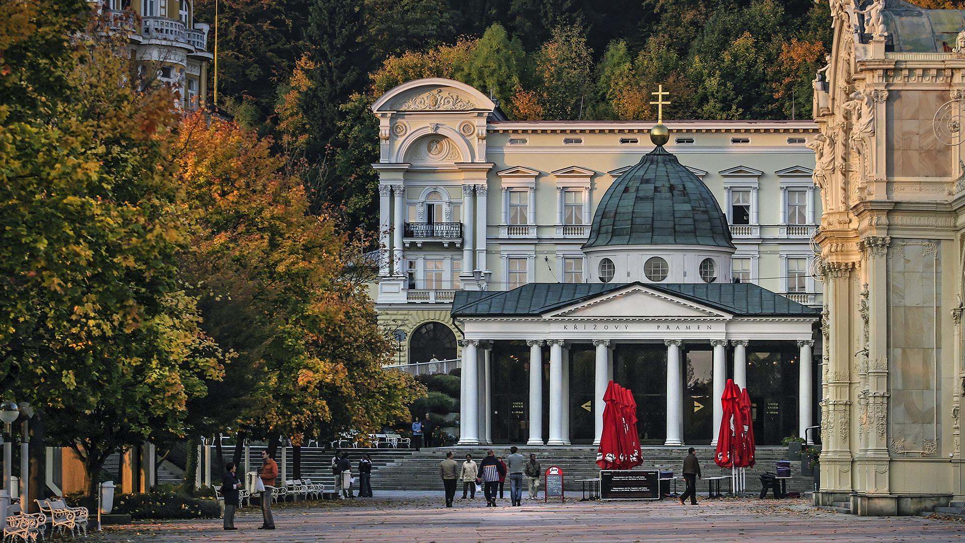MARIENBAD (CZ) - Klassizistische Kreuzbrunnen Kolonnade