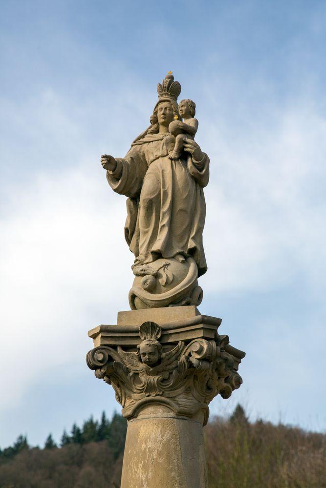 Marienfigur vor dem Stift Neuburg bei Heidelberg