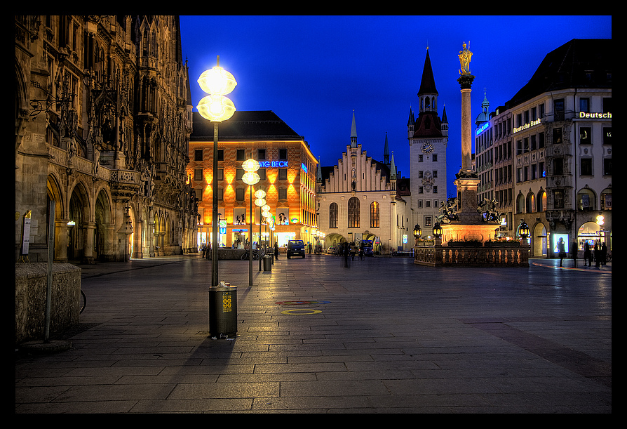 Marienplatz am Abend