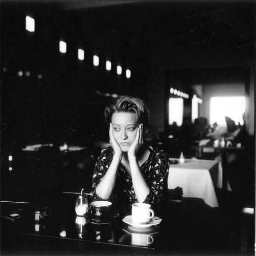 Marion im Café in Frankfurt