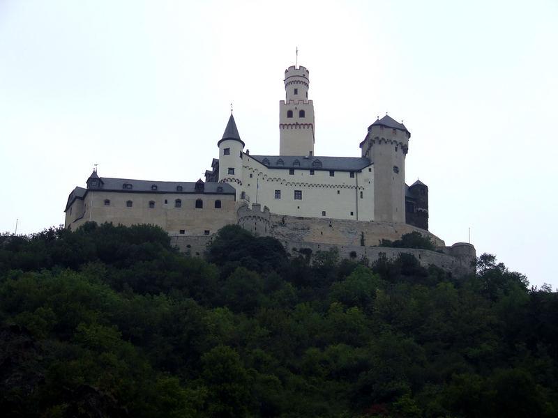 Marksburg am rechten Rheinufer des Mittelrheins