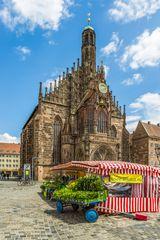 Markt und Frauenkirche Nürnberg 00